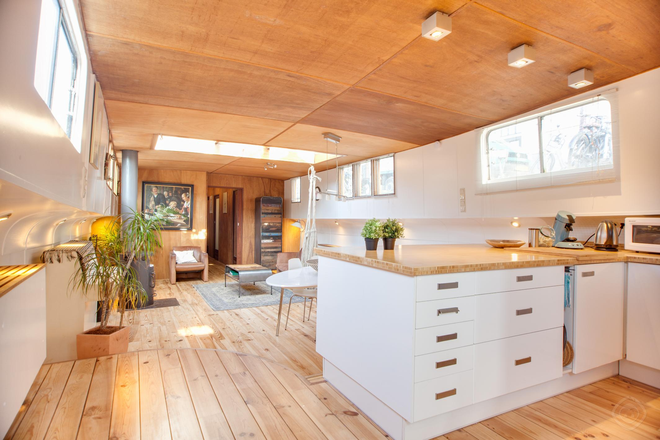 Montelbaan houseboat Amsterdam photo 31814463